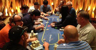 men playing poker at Mohegan Sun Casino